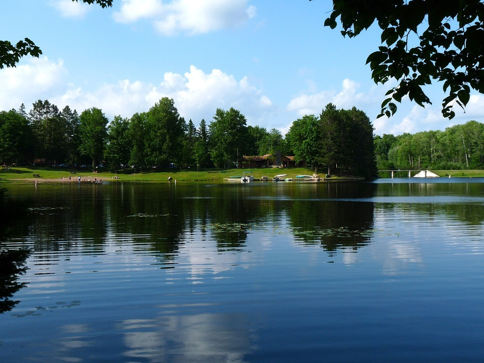 Pewaukee lakefront homes for sale